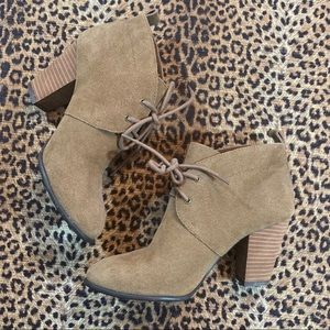 NEW! [lucky brand] lace-up suede heeled ankle boot